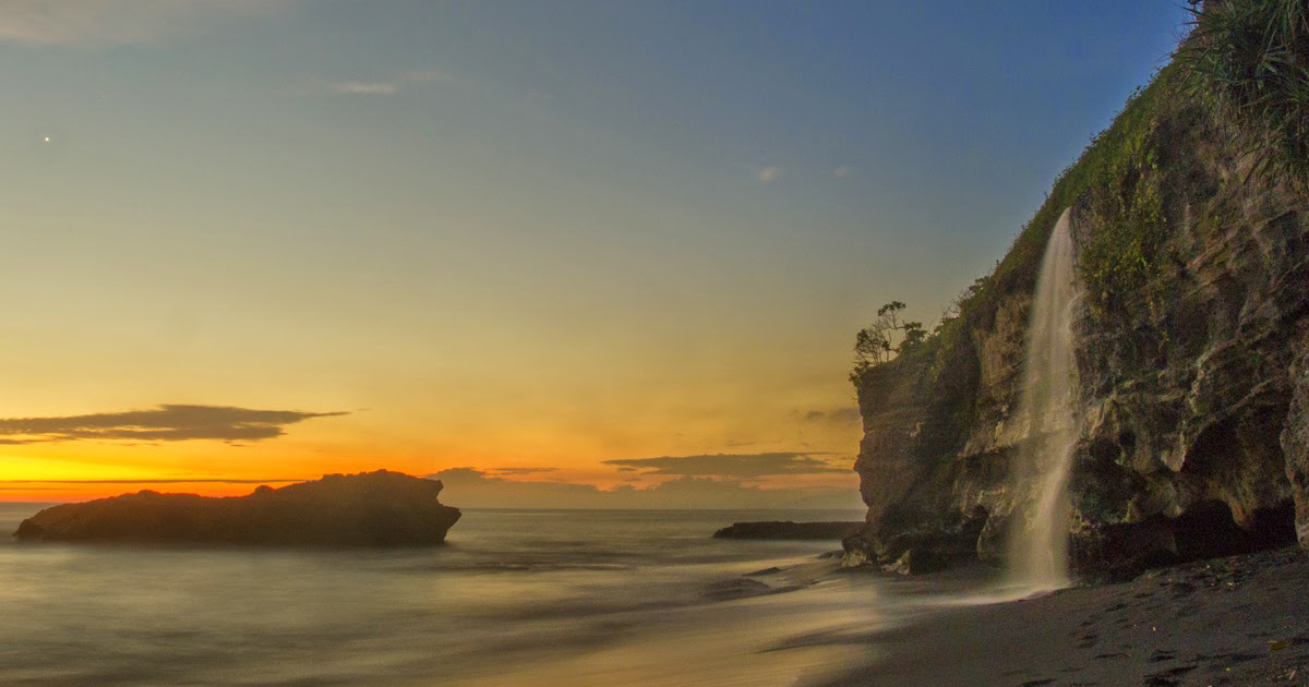 pantai melasti bali sunset
